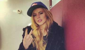 friends worried about lindsay lohan s sobriety -...