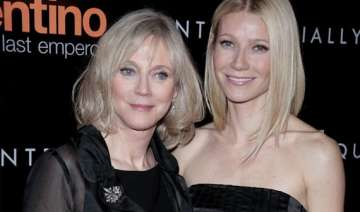 gwyneth paltrow moved by her mom s performance -...