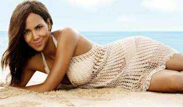 halle berry honoured in los angeles for charity...