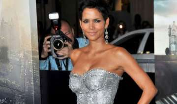 halle berry selling hollywood home - India TV