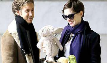 hathaway gets emotional at charity event - India...
