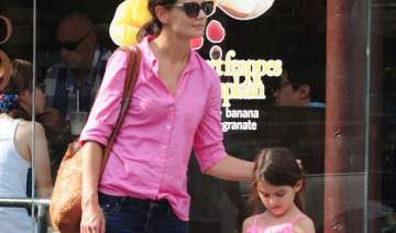 holmes to spend christmas with suri - India TV