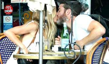 chris pine vail bloom spotted kissing - India TV