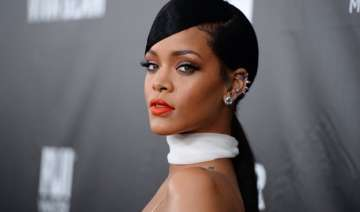 rihanna hates being an outsider - India TV