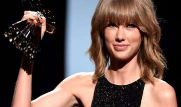 taylor swift rakes in four awards at mtv video...