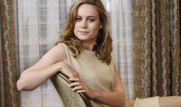 brie larson wins the 2016 oscar for best actress...