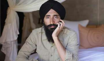 waris ahluwalia accepts airline s apology after...