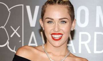 miley cyrus buys 5mn vineyard - India TV