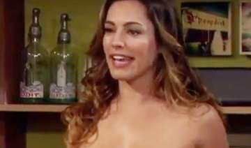 kelly brook poses in the buff - India TV