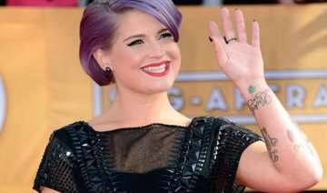 kelly osbourne faces flak for remarks on latino...