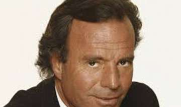 julio iglesias calls donald trump a clown - India...