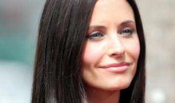courteney cox feels she has worst memory - India...