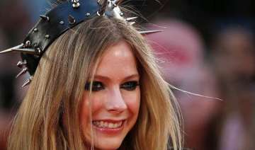 avril lavigne having health issues - India TV