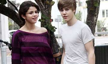 gomez moved on from bieber finds new man - India...