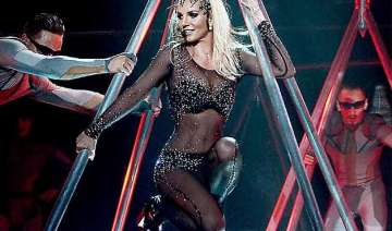 britney spears embarrassed by onstage fall -...