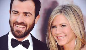 jennifer aniston s mother uninvited to her...