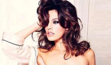 kelly brook poses nude for love magazine - India...