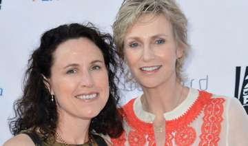 jane lynch to end marriage with lara embry -...