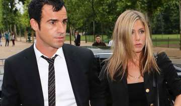 jennifer aniston moves into new house with beau -...