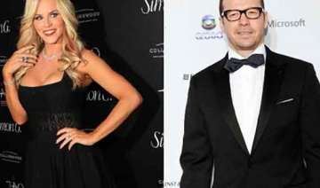 jenny mccarthy dating donnie wahlberg - India TV