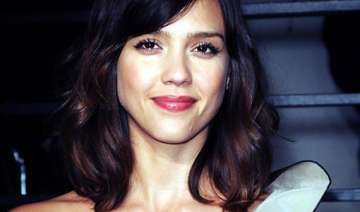 jessica alba enters barely lethal - India TV