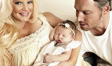 jessica simpson sold baby pictures for 100 000 -...