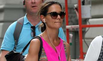 katie holmes to throw divorce party - India TV