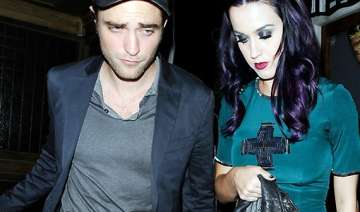 katy perry s friends want her to date pattinson -...