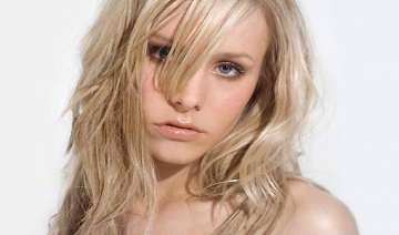 kristen bell raves about her new gig and her...