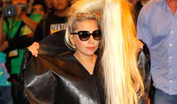 lady gaga struck by pole during new zealand show...