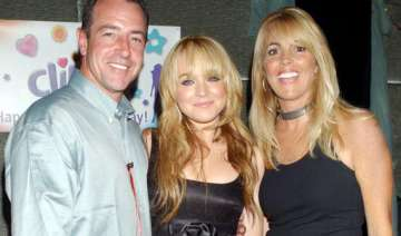 lohan s parents banned from reality show - India...