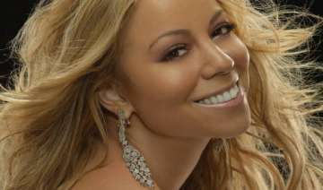 mariah carey hospitalised for dislocated shoulder...