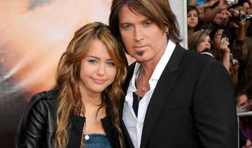 miley cyrus wants her dad to take help - India TV