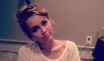 neck injury leaves miley cyrus in pain - India TV