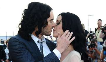 russell brand makes fun of his sex life with ex...
