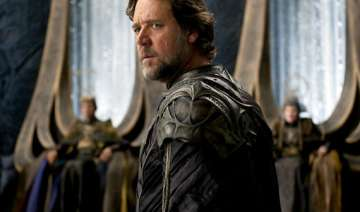 russell crowe to direct his first feature film -...