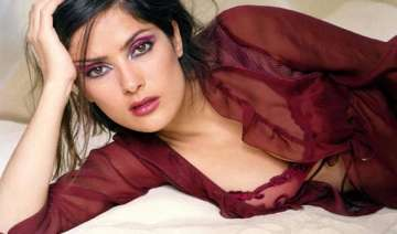 salma hayek suffered stage fright - India TV