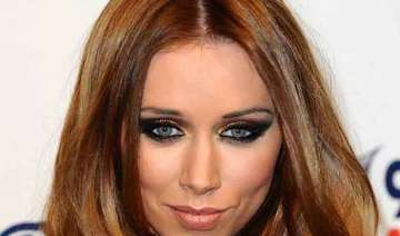 una healy defends miley cyrus - India TV