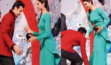 he stoops to conquer ranbir touches deepika s...