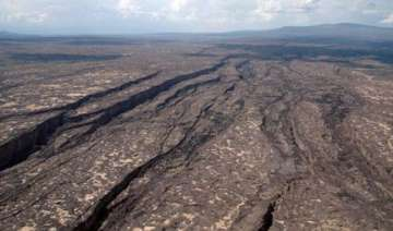 giant crack in africa may create a new ocean -...