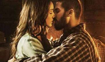 from murder to dil dhadakne do hottest kisses of...