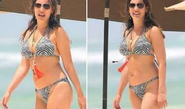 kelly brook soaks up the sun in greece view pics...