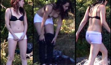 kirsten stewart sheds her clothes again view pics...