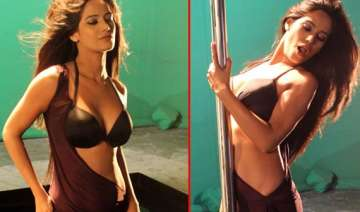 poonam pandey flaunts in the promotional shoot...