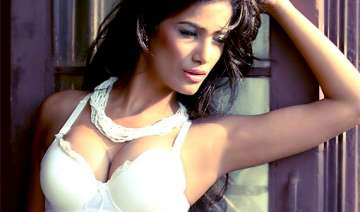poonam pandey doesn t want to party with friends...