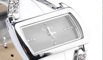 are wrist watches going out of fashion - India TV