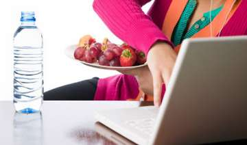 cut off technology during meals nutritionist see...