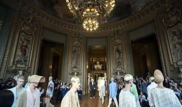 designers roll out fresh summer look in paris -...