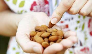 eating almonds decreases belly fat - India TV