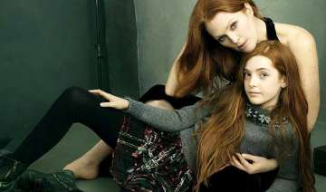 julianne moore s daughter gives her fashion tips...